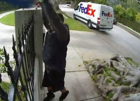Personne n'a oublié ce livreur Fedex qui a créé un énorme bad buzz en 2011