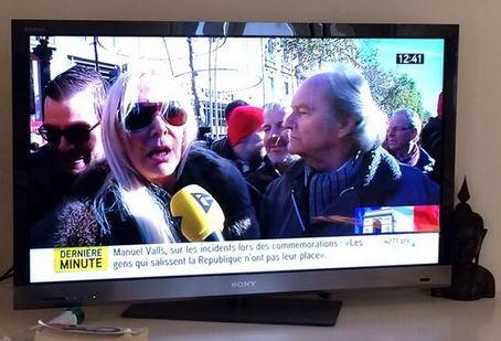 Côté cour en manifestante télégénique !