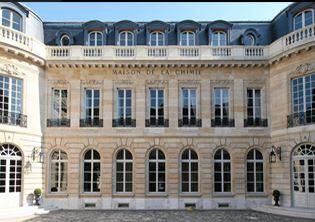 Dans les locaux de la Maison de la Chimie à Paris