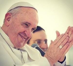 Pape Francois - portrait mains jointes