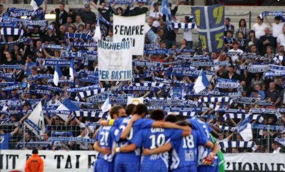 """La tribune du kop """"Bastia 1905"""", la frange la plus dure des supporters bastiais"""