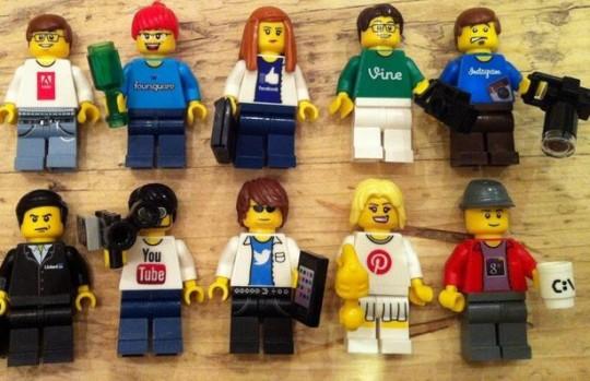 Lego 2 - social media