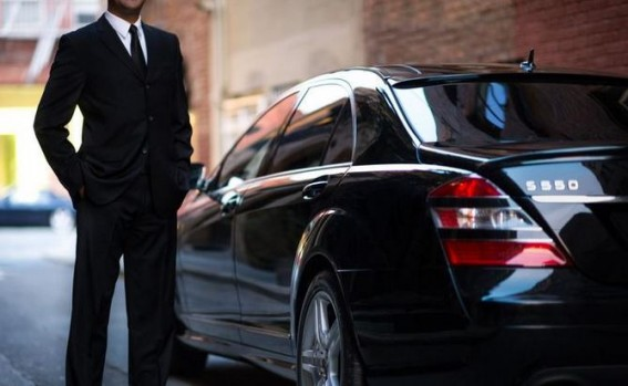 Uber 3 - chauffeur mercedes